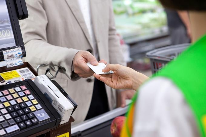 지난해 신용카드 사용액이 신종 코로나바이러스 감염증(코로나19)으로 2004년 카드대란 이후 16년만에 감소했다./사진=이미지투데이
