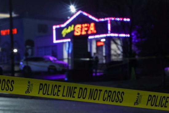 미국 경찰이 16일(현지시각) 조지아 애틀랜타 일대에서 발생한 총격 사건을 조사하고 있다. /사진=로이터