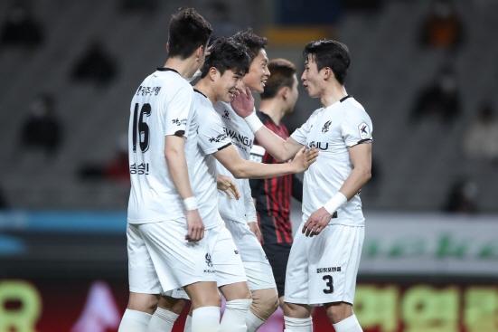 지난 3월17일 K리그1 5라운드 서울전 광주FC 김주공이 득점 세리머니를 펼치고 있다./사진=한국프로축구연맹
