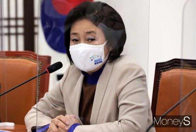 [머니S포토] 열린민주 예방 후 인사말 전하는 '박영선'