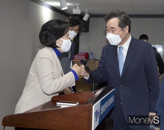 [머니S포토] 인사하는 박영선 후보와 이낙연 선대위원장