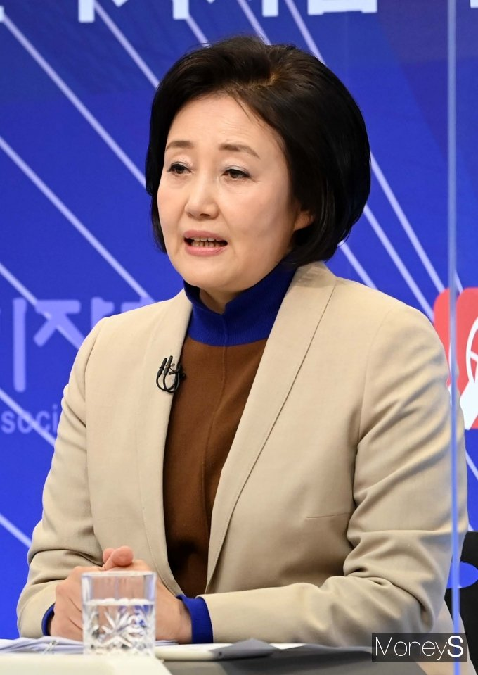 박영선 후보가 남편의 도쿄 아파트 관련 공세를 펼친 국민의힘 인사들을 고소했다. / 사진=국회사진취재단