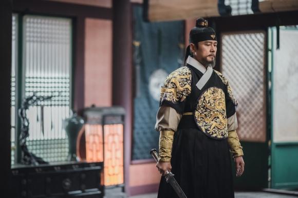 '조선구마사'는 첫 방송부터 역사 왜곡 논란에 휘말렸다. 사진은 주연 배우 감우성. /사진=SBS 제공
