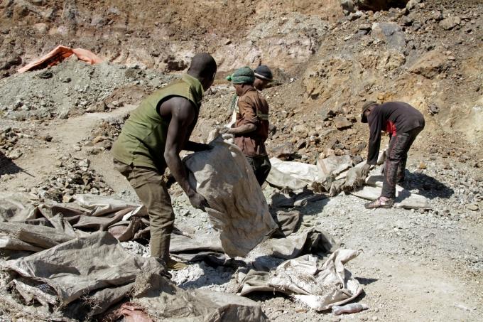 콩고민주공화국 남부 랄라바 주 수도 콜웨지 외곽의 코발트 채굴현장. / 사진=로이터