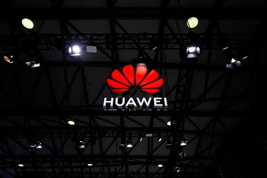 지난 2월 '모바일 월드 콩그레스(MWC) 상하이' 행사장에 장식된 화웨이 로고. /사진=로이터