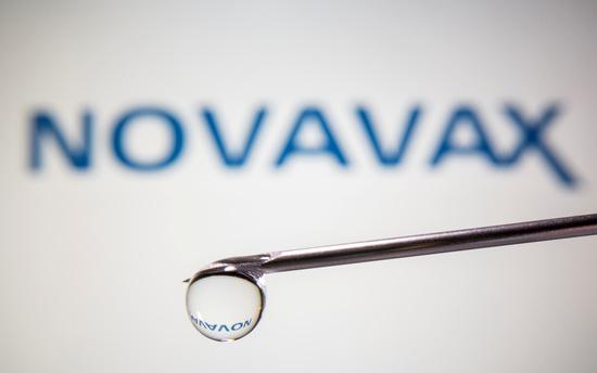 미국제약사 존슨앤드존슨(J&J) 자회사 얀센이 개발한 코로나19 백신 관련, 보건당국이 종합적으로 검토한 내용을 오늘(29일) 발표한다./사진=로이터