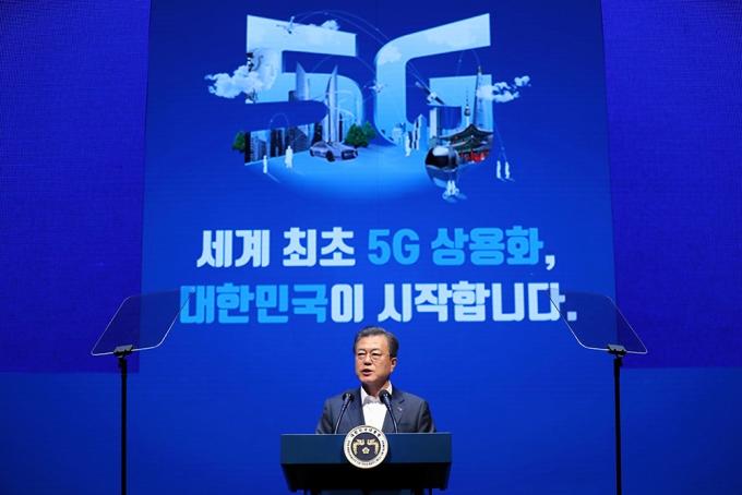 문재인 대통령이 서울 송파구 올림픽공원 K-아트홀에서 열린 코리안 5G 테크 콘서트 _세계 최초 5G 상용화, 대한민국이 시작합니다_에서 기념사하고 있다. /사진=뉴스1