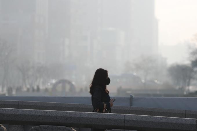 전국이 중국발 미세먼지에 대기질이 최악의 상태를 보이고 있다. /사진=뉴시스 DB