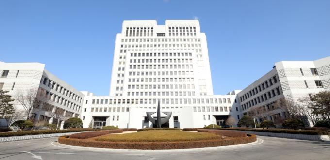 김명수 대법원장이 음주운전을 한 현직 판사에게 정직 1개월의 징계를 내렸다. 사진은 서울 서초구 대법원. /사진=뉴시스 DB