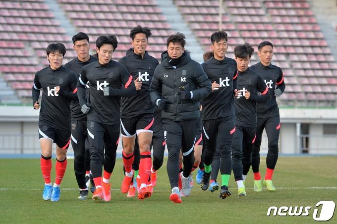 도쿄 올림픽 남자축구에 나설 16개국이 모두 확정됐다. 사진 올림픽 축구 국가대표팀이 경북 경주시민운동장에서 훈련을 하는 모습. /사진=뉴스1