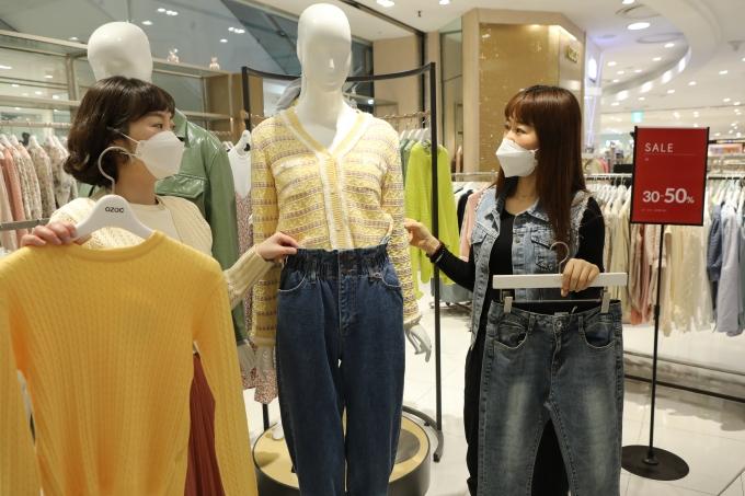 광주지역 주요 백화점들이 오는 4월2일부터 18일까지 17일 동안 봄 정기 세일에 돌입한/사진=롯데백화점 광주점 제공.