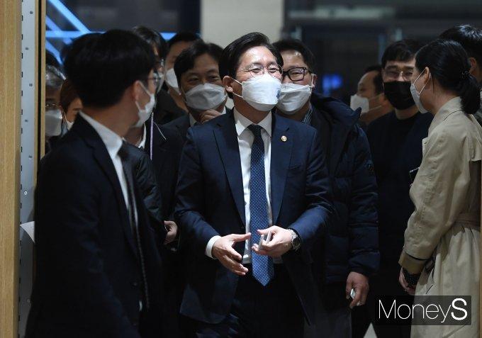 [머니S포토] 자동차업계 탄소중립협의회 출범식 참석하는 성윤모 장관