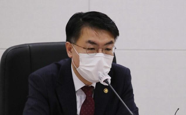 """윤성원 국토 차관 """"현재 집값 너무 높아 조정 불가피할 것"""""""