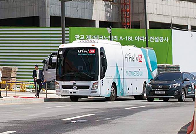 자율주행 관제 시범 중인 KT 5G 버스/사진=뉴시스 DB