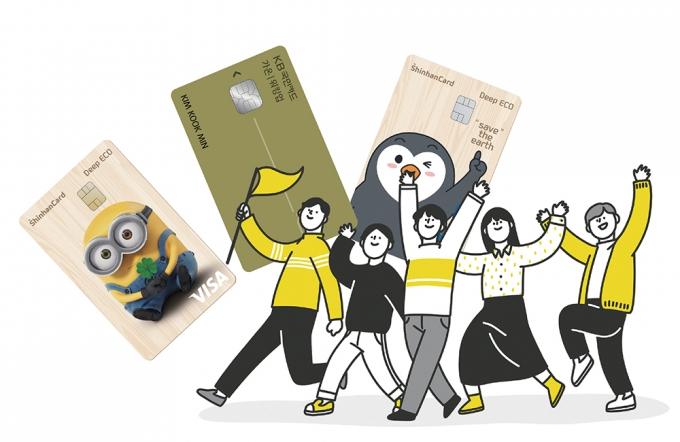 """[머니vs머니] """"걸어서 돈 벌자""""… 5000원 주는 '신한' vs 5% 적립 '국민'"""
