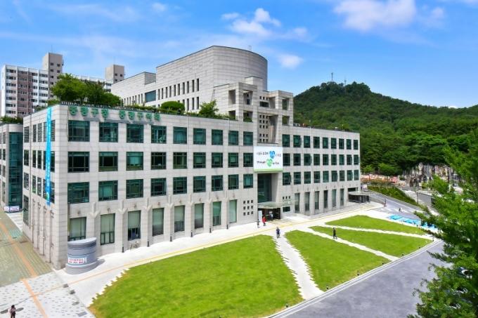서울 중랑구는 오는 4월12일부터 16일까지 2021년 우수 평생학습 동아리 지원사업에 참여할 동아리를 모집한다. / 사진제공=중랑구
