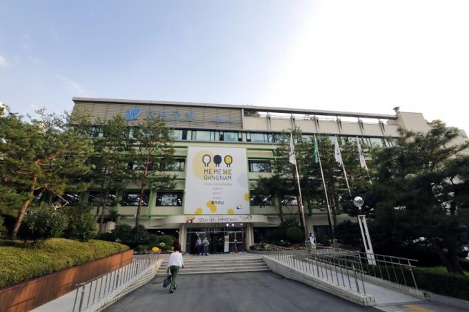 서울 강남구는 코로나19와 구분이 어려운 발열‧호흡기 환자들이 안심하고 진료 받을 수 있도록 올 들어 호흡기전담클리닉 2곳을 추가해 3개 병원에서 운영한다. / 사진제공=강남구