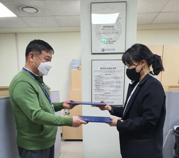 남양주보건소(소장 남미숙)는 6일 한양대학교구리병원과 치매조기검진사업을 위한 업무협약을 체결했다고 밝혔다. / 사진제공=남양주시