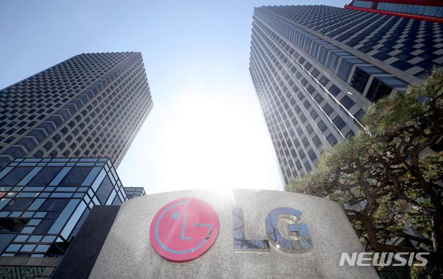 LG전자도 TV와 가전 판매 호조에 힘입어 올해 1분기 역대 분기 사상 최고 실적을 거뒀음에도 주가는 하락했다./사진=뉴스1