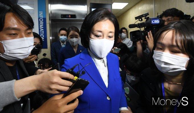 박영선 후보는 지지자들을 위로하며 패배를 인정했다. /사진=장동규 기자