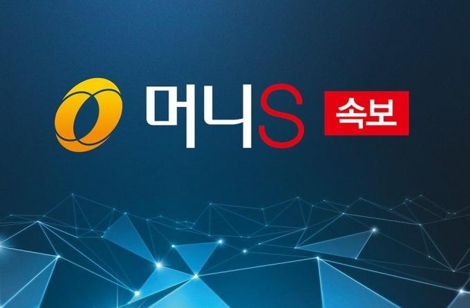 [속보] 오세훈, 시민과 인사하며 서울시청 첫 출근
