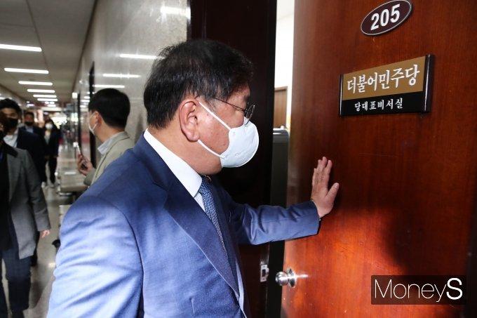 [머니S포토] '총사퇴 불가피 기류' 김태년, 당 지도부 거취 논의