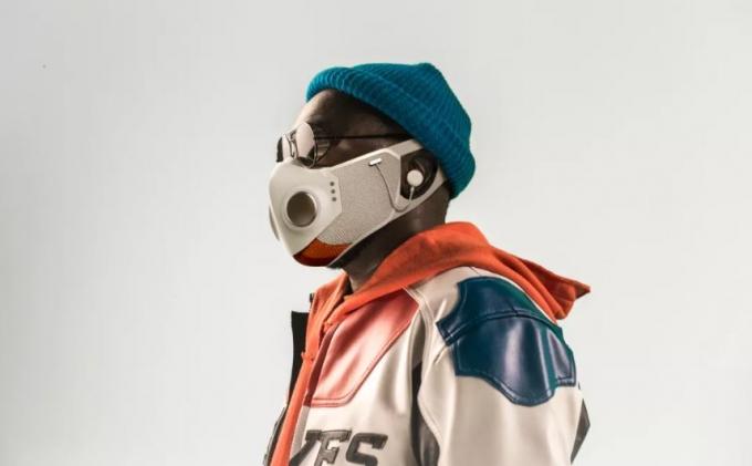 노이즈캔슬링 블루투스 이어폰이 내장된 마스크가 등장한 가운데 국내에선 착용이 어려울 것으로 전망된다. /사진=씨넷 제공