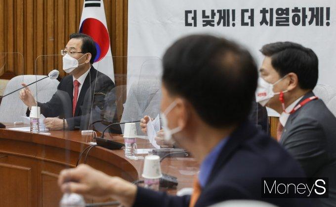 [머니S포토] 원내대책회의 주재하는 주호영 권한대행