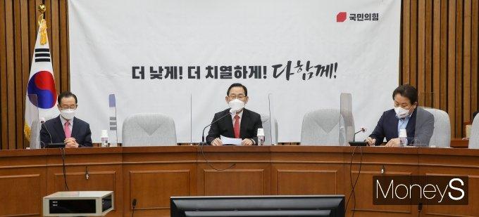 [머니S포토] 국민의힘 원내대책회의, 발언하는 주호영 권한대행
