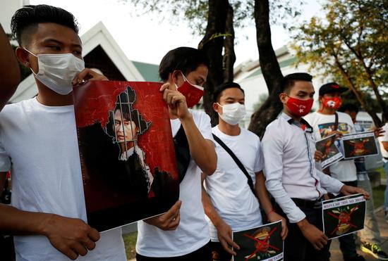패닉에 빠진 미얀마, 은행 신남방 전략 '올스톱'