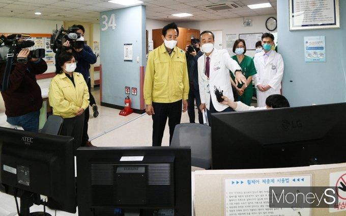 [머니S포토] 서북병원 찾은 오세훈 '코로나19 대응 의료체계' 면밀히 점검