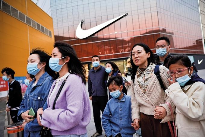 신장에서 생산된 면화를 사용하지 않겠다고 선언한 나이키는 중국 소비자들의 불매운동 대상이 됐다. /사진=로이터
