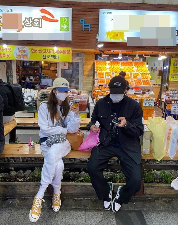 가수 겸 배우 손담비가 자신의 인스타그램에 남자와 찍은 의문의 사진을 올렸다. /사진=손담비 인스타그램
