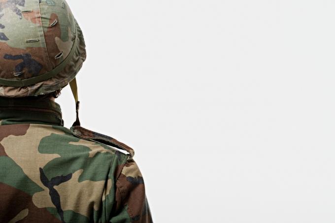 """류근 시인이 자신의 페이스북에 """"남자가 군대 갈 때 여자는 사회봉사를 하라""""는 글을 게재했다. /사진=이미지투데이"""