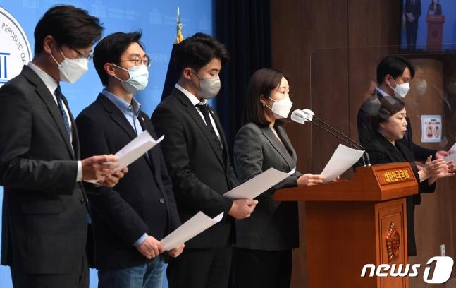 4·7 보궐선거 참패에 고개숙인 2030 민주당… 뒤늦게 터지는 '조국 반성'