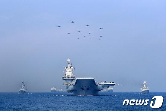 남중국해에서 기동훈련 중인 중국 해군. © 로이터=뉴스1