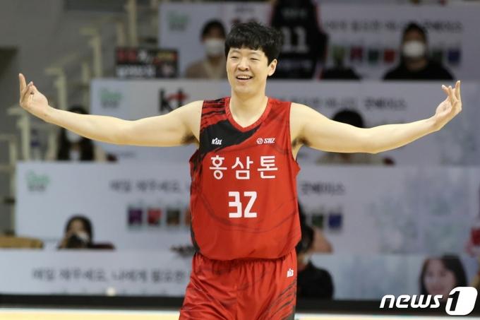 [사진] KGC 김철욱 '봤지?'