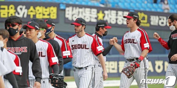"""'위닝시리즈 달성' 류지현 LG 감독 """"끝까지 집중력 보인 선수들 고맙다"""""""