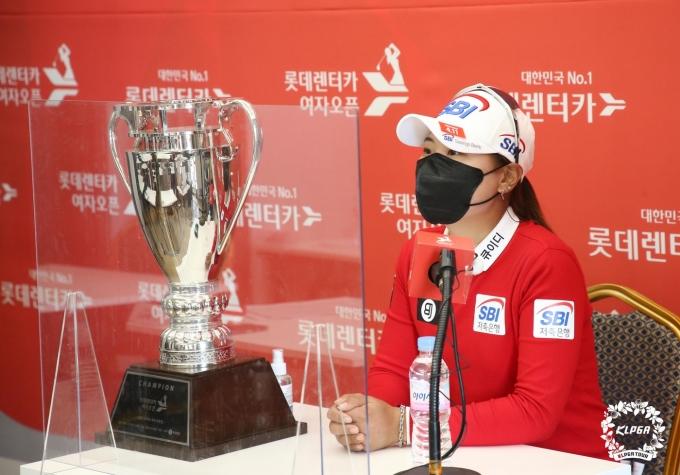 [사진] 우승 차지하고 기자회견 하는 이소미