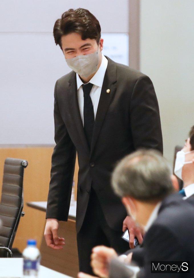 [머니S포토] 오영환 비대위원, 민주당 초선의원 모임 참석