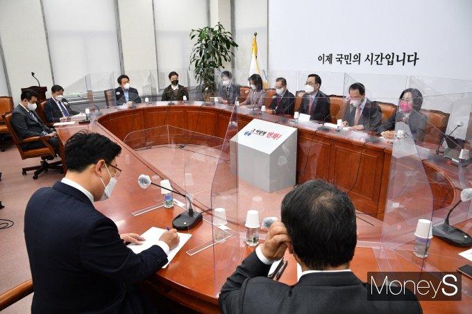 [머니S포토] 주호영 권한대행 주재로 열린 비상대책위원회의