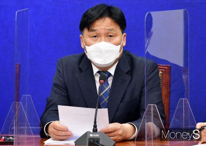 [머니S포토] 발언하는 김영진 비대위원