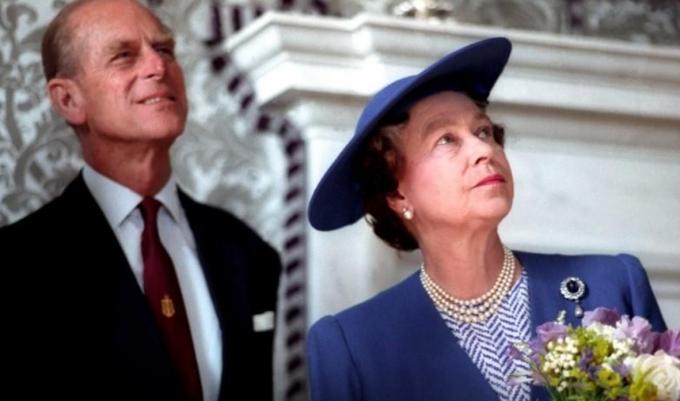 """엘리자베스 2세(오른쪽) 영국 여왕이 남편 필립공의 별세로 """"삶에 큰 구멍이 생겼다""""는 심경을 밝혔다. /사진=로이터"""