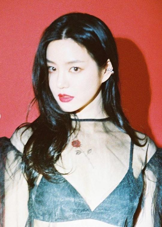 이유비, '섹시美 발산 '과감한 패션