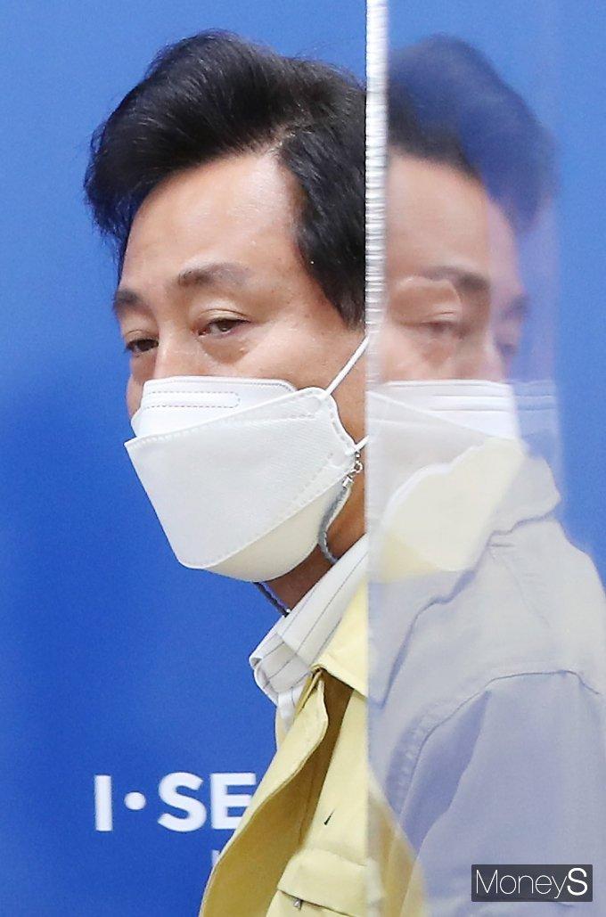 [머니S포토] 정부 우려 '서울형 거리두기' 한발 뺀 오세훈