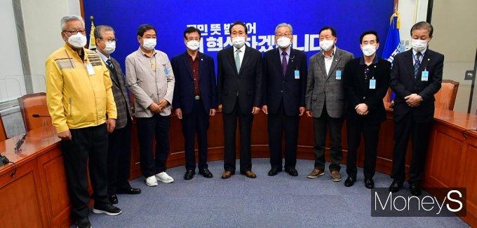 [머니S포토] 민주당 전국노인위, 재보궐 선거관련 입장 발표