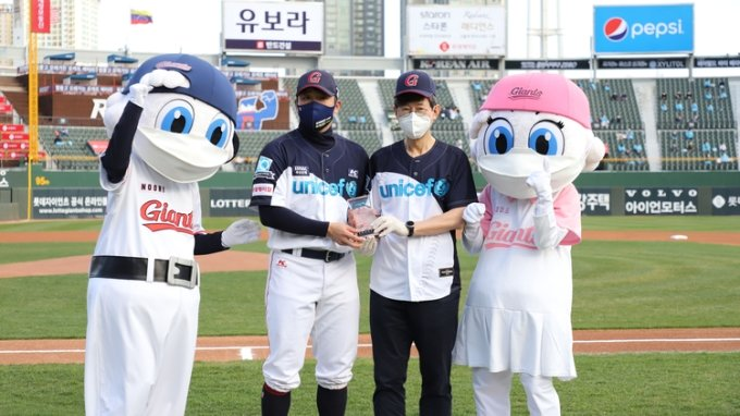 '유니세프'로 홈 개막한 롯데자이언츠의 10년 지구촌 어린이 사랑