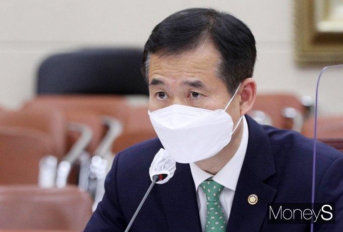 [머니S포토] 논의하는 이건리 국민권익위 부위원장