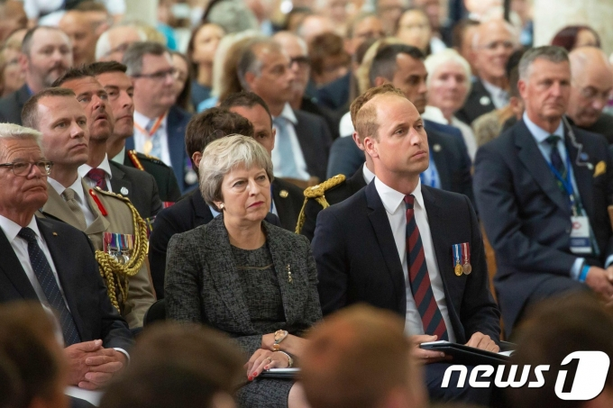 테리사 메이 영국 총리과 윌리엄 왕자가 아미앵 성당에서 열린 1차 세계대전 아미앵 전투 100주년 종교행사에 참석하고 있다. © AFP=뉴스1 © News1 우동명 기자