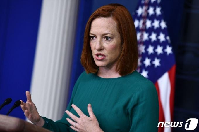 젠 사키 백악관 대변인이 6일(현지시간) 워싱턴 백악관 브래디 룸에서 브리핑을 갖고